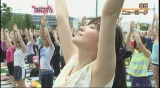 ヨガイベントを体験取材する大江麻理子アナウンサー