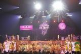 「恋するフォーチュンクッキー」で盛り上がるHKT48 (C)AKS