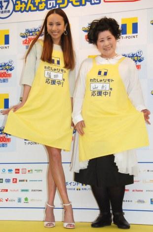 『Tポイント47都道府県キャンペーン』記念イベントに出席した(左から)道端アンジェリカ、あき竹城 (C)ORICON NewS inc.