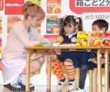 大塚食品『ボンカレー』のレンジクッキングイベントに出席した松嶋尚美(左) (C)ORICON NewS inc.