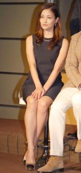 黒木メイサはミニスカートで美脚をチラリ=ドラマ『時は立ち止まらない』の制作発表会見 (C)ORICON NewS inc.