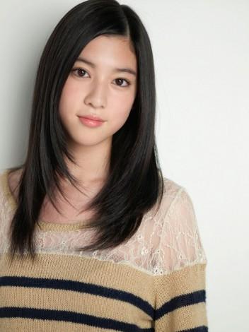 女優として活動する三吉彩花(17)
