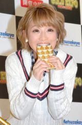 1260万円の「金の板チョコ」に食いつく鈴木奈々 (C)ORICON NewS inc.