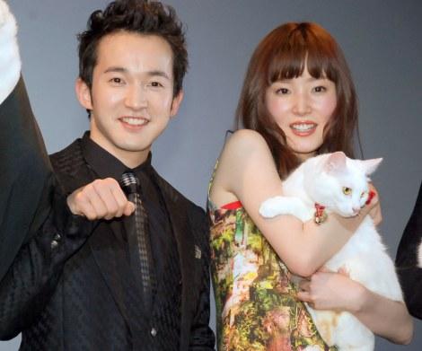 映画『猫侍』完成舞台あいさつに出席した(左から)浅利陽介、蓮佛美沙子 (C)ORICON NewS inc.