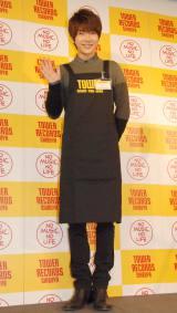 エプロンを付けても分かる抜群のスタイル=タワーレコード渋谷店の1日店長を務めた超新星のユナク (C)ORICON NewS inc.