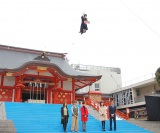 高さは15mにも及ぶ…クレーンで吊られ、空に浮かぶ小芝風花=映画『魔女の宅急便』イベント (C)ORICON NewS inc.