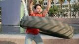 """カルビーの新商品『Deepo(ディーポ)』CMカット。「巨大タイヤフラフープ」のパフォーマンスを披露するポール""""ディジーヒップス""""ブレアさん"""