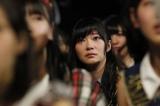 『AKB48グループ大組閣祭り』で涙を流しながら見守る指原莉乃 (C)AKS