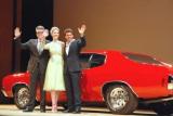 劇中で使用されたシボレー・シェベルSSの前で笑顔を見せた(左から)クリストファー・マッカリー監督、ロザムンド・パイク、トム・クルーズ (C)ORICON DD inc.
