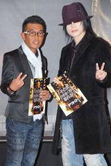 映画『アウトロー』のジャパンプレミア・レッドカーペットセレモニーに訪れた京本政樹(右)、甲田英司氏