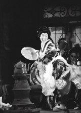 1961年10月、『放浪記』初演の第二幕第一場「カフェー・寿楽」の踊り