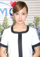 AKB48のスタイリスト・茅野しのぶ氏をお祝いしたことを明かした板野友美 (C)ORICON NewS inc.
