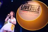 ミニスカートで登場した「アニソンの女王」堀江美都子(写真提供:MTV JAPAN)