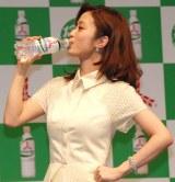 アサヒ飲料『三ツ矢サイダー』新CMキャラクターに起用された上戸彩