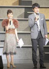 司会を務めた(左から)戸田恵子、土田晃之=『AKB48グループ大組閣祭り』 (写真:鈴木かずなり)