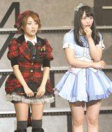 AKB48グループ総監督とチームAキャプテンの兼任が発表された高橋みなみ(左)と松村香織(右)=『AKB48グループ大組閣祭り』 (写真:鈴木かずなり)