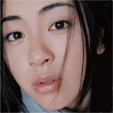 『First Love』発売から15年。丸15年目を迎える14年3月10日には、通常盤と15th Anniversary Deluxe Editionが発売される
