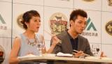 JA宮崎経済連がPRイベント開催 フレンチ風すき焼きを試食し、微笑む神戸蘭子と村田諒太選手(C)oricon ME inc.