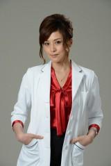 上野樹里主演、4月スタートのTBS系ドラマ『アリスの棘』に出演する藤原紀香(C)TBS