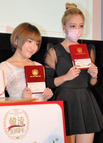 韓流10周年記念トークセッションに出席した(左から)AKB48の内田眞由美、ざわちん (C)ORICON NewS inc.