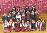 園児と一緒にパチリ!=3rdシングル発表記念サプライズイベント(C)ORICON NewS inc.