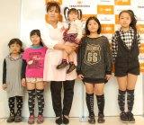 (左から)妃翠ちゃん、来夢ちゃん、美奈子、蓮々ちゃん、姫麗ちゃん、乃愛琉ちゃん (C)ORICON NewS inc.