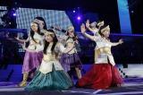 5月8日発売の13thシングルは中島みゆき作詞作曲の「泣いてもいいんだよ」。国立のステージで初披露された