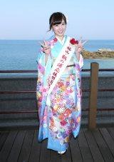 ご当地ソング「鞆の浦慕情」の舞台でオリコン1位御礼イベントを行った岩佐美咲
