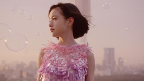 武藤彩未のソロデビューアルバム『永遠と瞬間』収録曲「宙」のミュージックビデオ公開