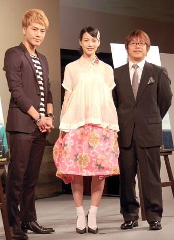 映画『ホットロード』製作報告会見に出席した(左から)登坂広臣、能年玲奈、三木孝浩監督 (C)ORICON NewS inc.