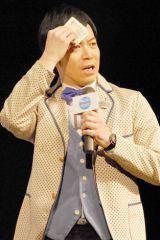 札束でふきふき… 東貴博がサプライズ登場 (C)ORICON NewS inc.