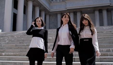 サムネイル 新CM「プレミアムな艶 春」篇に出演する水原希子、蛯原友里、小嶋陽菜