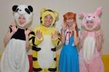 『ロケみつザ・ワールド』MCの月亭八光(左から2人目)、宇都宮まき(左)、ローラ・チャン(右)(C)MBS