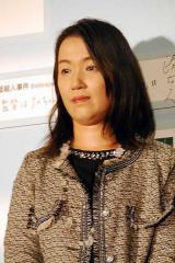 映画『白ゆき姫殺人事件』初日舞台あいさつに出席した作家の湊かなえ (C)ORICON NewS inc.
