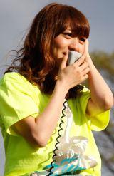 """3月30日の国立競技場公演が中止となり、涙ながらに""""再会""""を誓った大島優子(C)AKS"""
