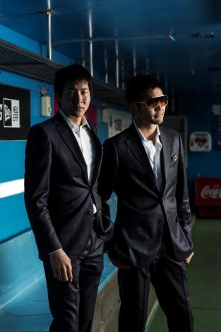 メジャーデビューした兄弟ユニット・Well stone bros.。左がアナウンサーの石井大裕、右が兄の石井大貴