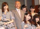 新ドメイン『.tokyo』記者発表会に出席したAKB48と舛添要一都知事(左から2番目) (C)ORICON NewS inc.