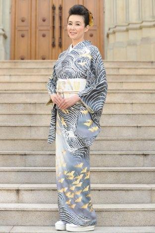 鮮やかな着物の萬田久子