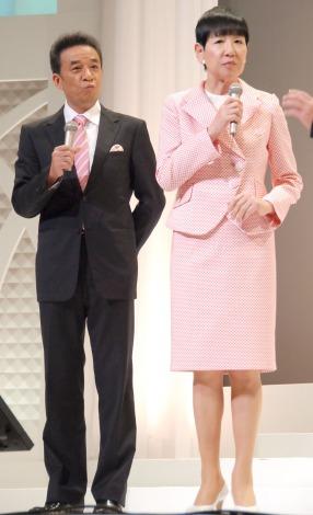 リーブ21『第14回発毛日本一コンテスト』に出席した(左から)渡辺正行、和田アキ子 (C)ORICON NewS inc.