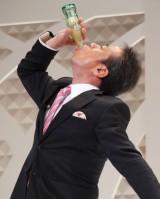 ななめ45°リーダー・土谷隼人のコーラの早飲み=リーブ21『第14回発毛日本一コンテスト』 (C)ORICON NewS inc.