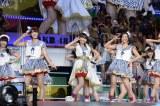 『AKB48リクエストアワー セットリストベスト200 2014』(昼の部)より「ウィンクは3回」を披露 (C)AKS