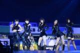 HKT48さいたまスーパーアリーナ単独コンサート『AKB48グループ 春コン in さいたまスーパーアリーナ〜思い出は全部ここに捨てていけ〜』より杏里の「キャッツアイ」を披露 (C)AKS