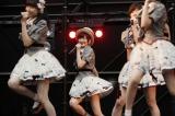 AKB48のメンバーとして初パフォーマンスした生駒里奈(中央) (C)AKS