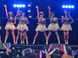 AKB48のメンバーとして初パフォーマンスした生駒里奈(中央) (C)ORICON NewS inc.