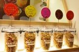 大阪・阪神梅田本店にオープンした「グラノーラ」の専門店『grano-ya(グラノヤ)』、直売ならではの珍しい素材をミックスしたオリジナルのグラノーラがズラリ!(C)oricon ME inc.