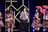 (左から)島崎遥香、塚本まり子さん、渡辺麻友、川栄李奈=『大人 AKB48 オーディション』合格者お披露目会見 (C)AKS
