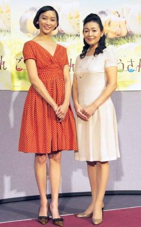(左から)杏、財前直見=NHK連続テレビ小説『ごちそうさん』試写会後会見 (C)ORICON NewS inc.