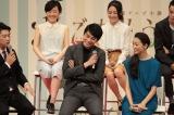 連続テレビ小説『ごちそうさん』のファンイベントに出席した杏(右)と東出昌大(左)(C)NHK