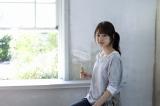 【CMメイン画像】壁の白塗りに挑戦した有村架純
