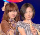 島崎遥香(左)から愛称を「まりり」と命名された塚本まり子さん(右) (C)ORICON NewS inc.